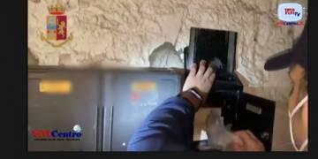 Napoli: arrestati spacciatori a Secondigliano e San Carlo Arena VIDEO