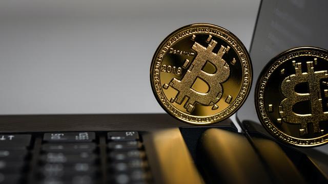 criptovalute bitcoin era aleksi-raisa-DCCt1CQT8Os-unsplash
