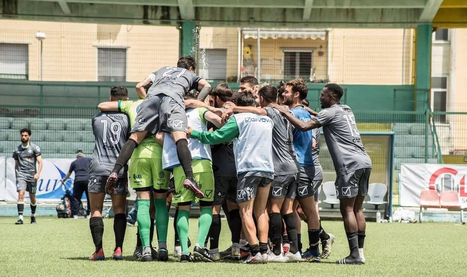 """Il Real Forio dura un tempo, il Napoli United cala una """"manita"""""""