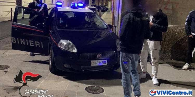 Via Amba d'oro, Brescia, arrestati 4 giovani per danneggiamento vetture