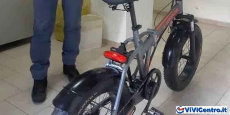 Napoli: Polizia denuncia ladri di auto e di bici elettrica