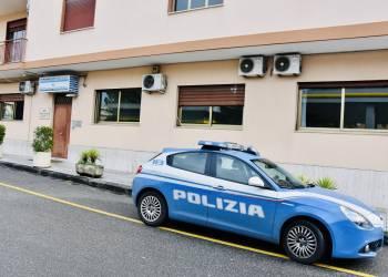 La Polizia di Stato di Barcellona P. di G. (ME) ha arrestato il 29enne barcellonese per violenza