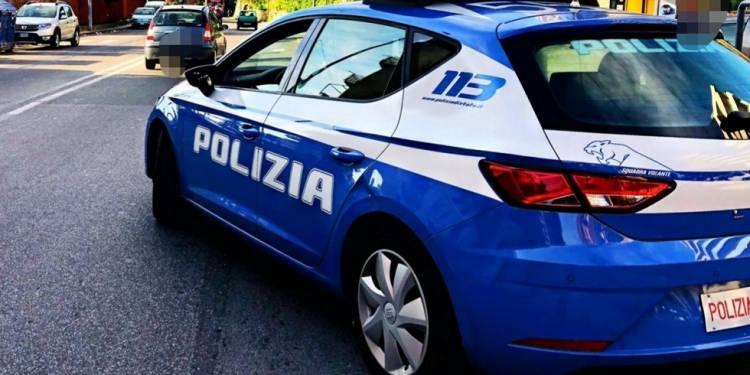 La Polizia di Stato di Messina lo ha sorpreso a rubare parti di autovetture