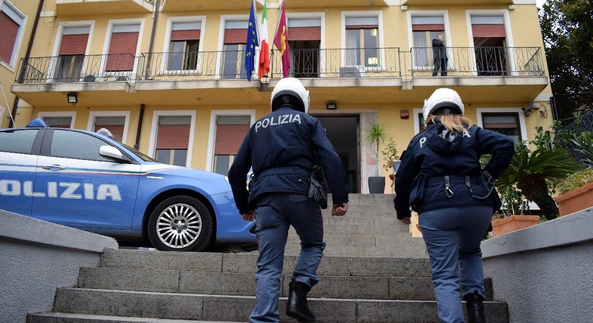 La Polizia di Stato di Taormina (ME) ha eseguito gli arresti domiciliari nei confronti di un ventinovenne